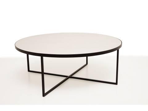 B7 stolik z czarnymi metalowymi nogami